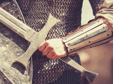 Serie Mit Kettenhemd und Schwert
