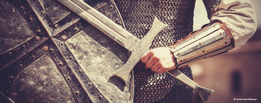 Mit Kettenhemd und Schwert